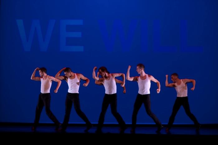 Парни сексуально танцуют фото 4-426