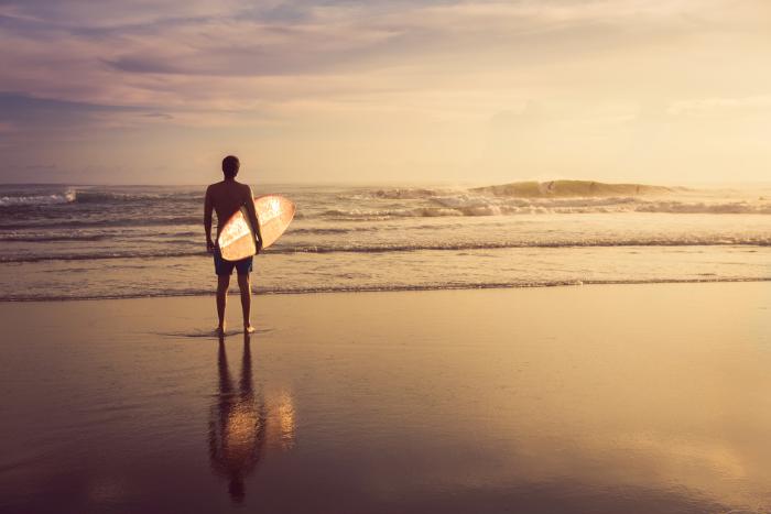 Дельные люди: как освоить серфинг и куда поехать кататься?