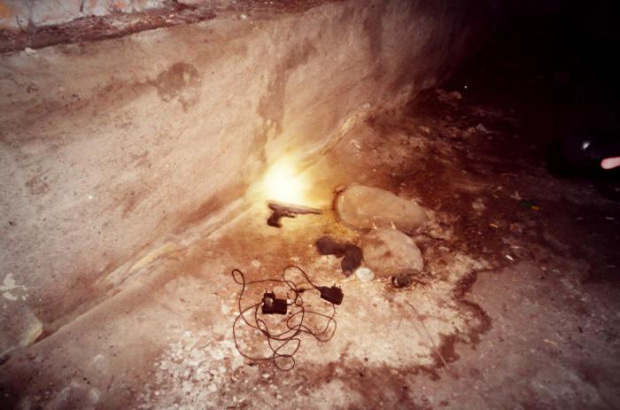Они воруют наше электричество, горячую и холодную воду, занимаются криминалом.  Один дом дождался того...