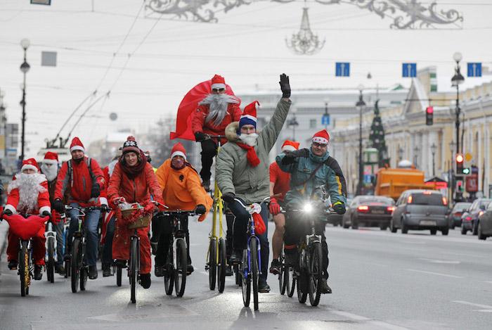 Велопарад Дедов Морозов и Снегурочек