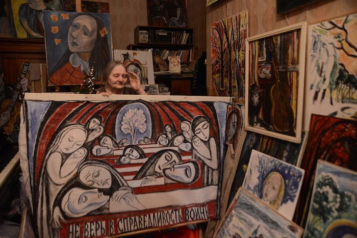 Плакат с антивоенный акции у Казанского собора