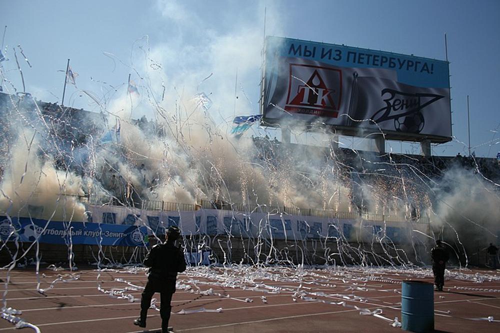 2000-е годы. Одна из многочисленных красочных фанатских акций на трибунах «Петровского».