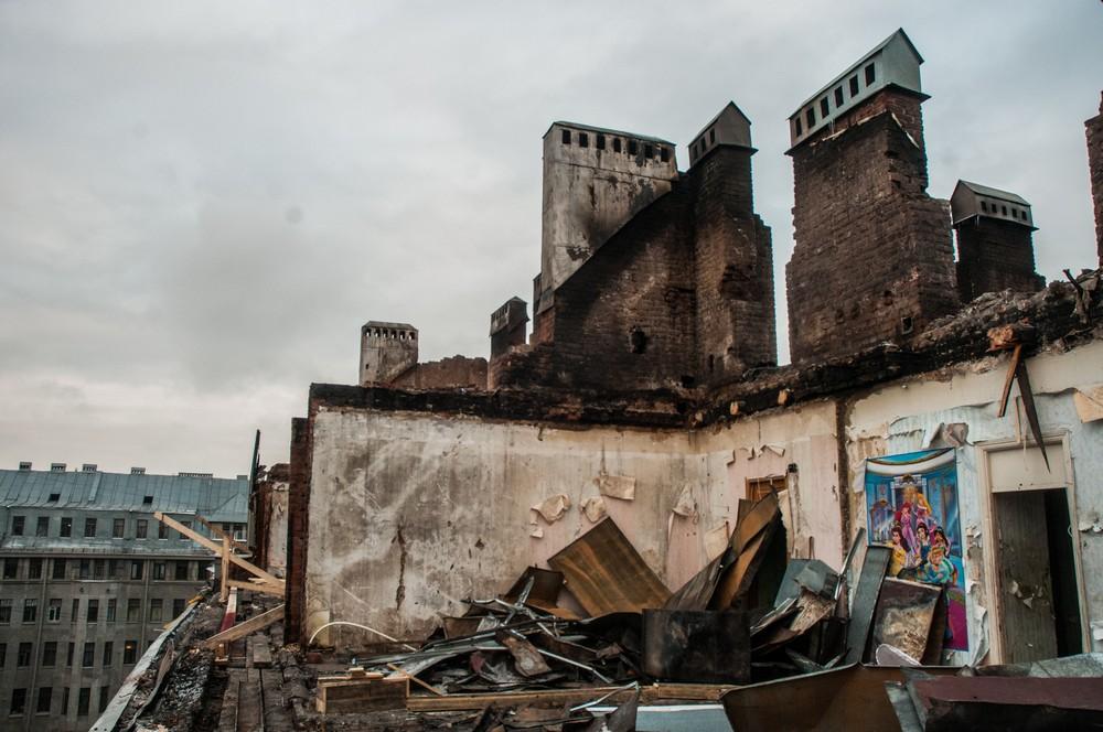 Греческий огонь: как живут люди в сгоревшем доме