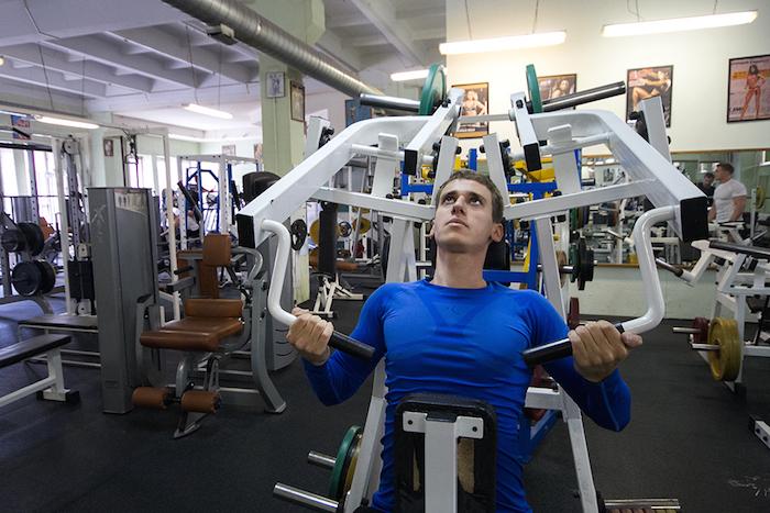 «Еще десять раз, еще один подход»: как начать заниматься фитнесом и выбрать спортклуб