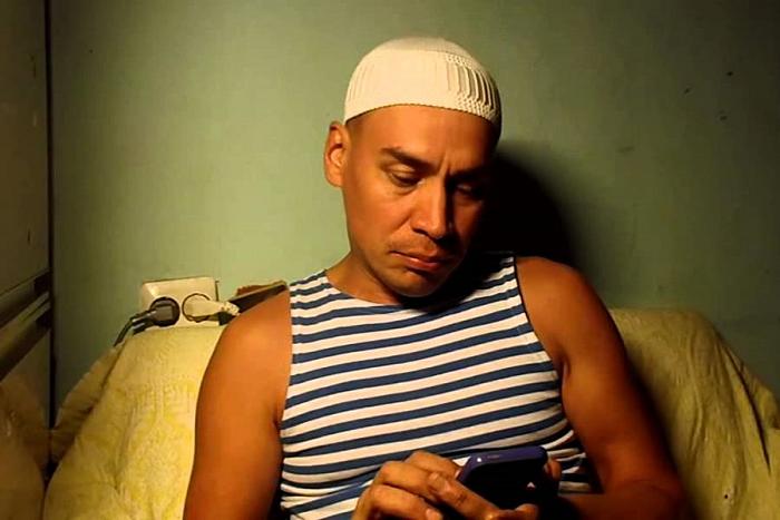 «Скрывается от тюрьмы на виду увсего города»: краткая биография «гееборца» Тимура Исаева
