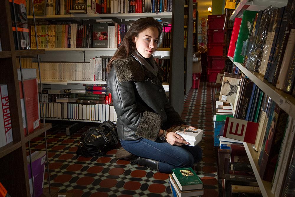 «С Домом книги меня связывает одна история»: 12портретов из книжного магазина