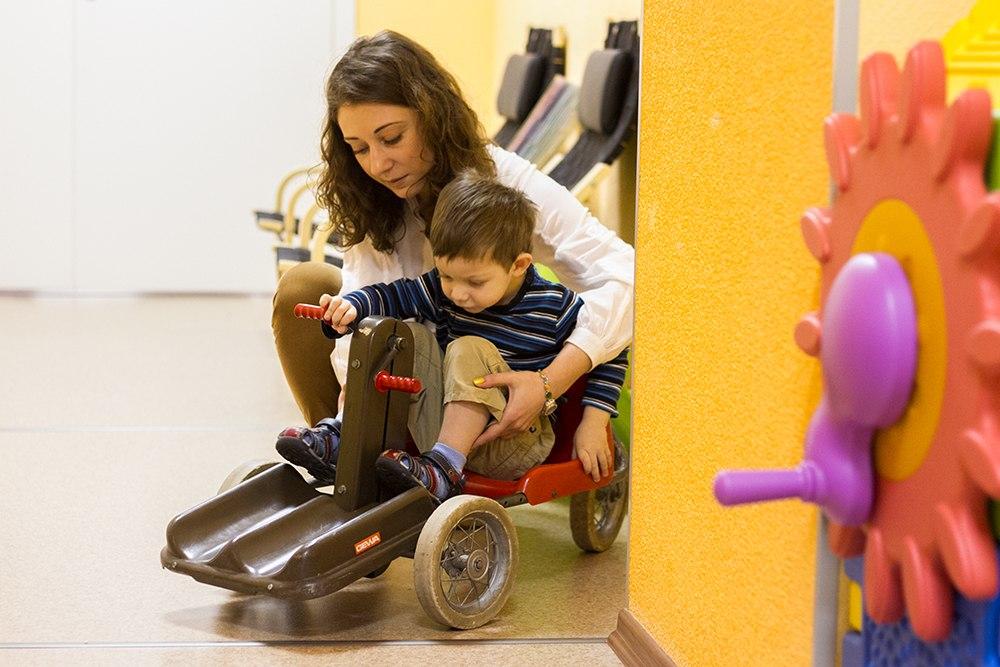 Родители и сотрудники Института раннего вмешательства — о жизни ребенка с нарушениями