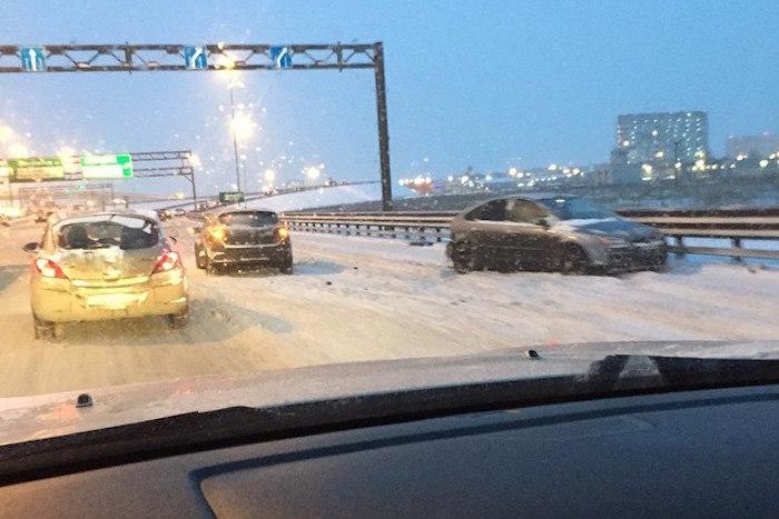 Что происходит на дорогах Петербурга после снегопада