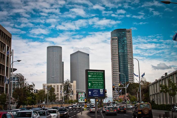 Жизнь в Тель-Авиве: съесть фалафель за шесть шекелей, сходить в кошерный «Макдоналдс» ипоторговаться на Шук-а-Пишпишим