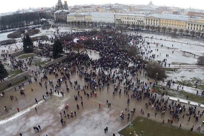 Антивоенный многотысячный митинг в Петербурге сфотографировали с высоты птичьего полета