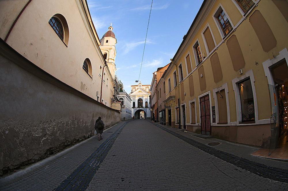 Жизнь в Вильнюсе: погулять по холмам, выпить впереполненном баре и разговорить литовца