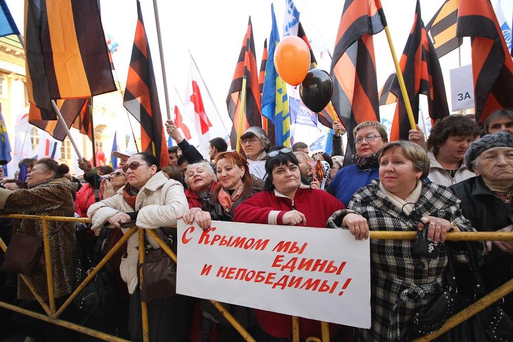 «Можно я вам руки пожму? Вот завсе, что вы делаете»: репортаж спетербургского митинга в честь годовщины присоединения Крыма