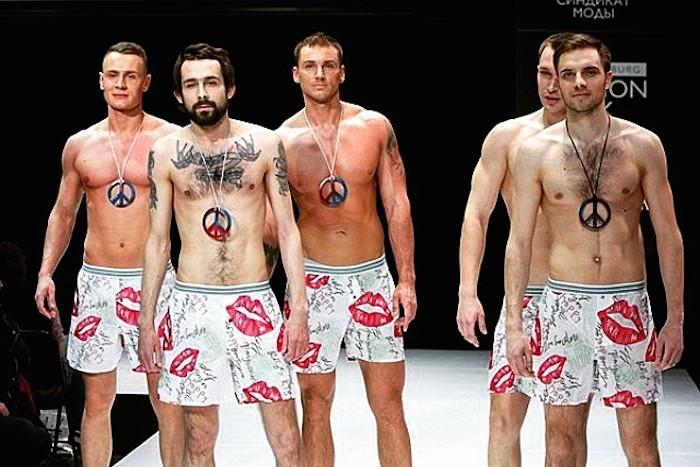 Рога, венки и парни в трусах: 12кадров с Петербургской недели моды