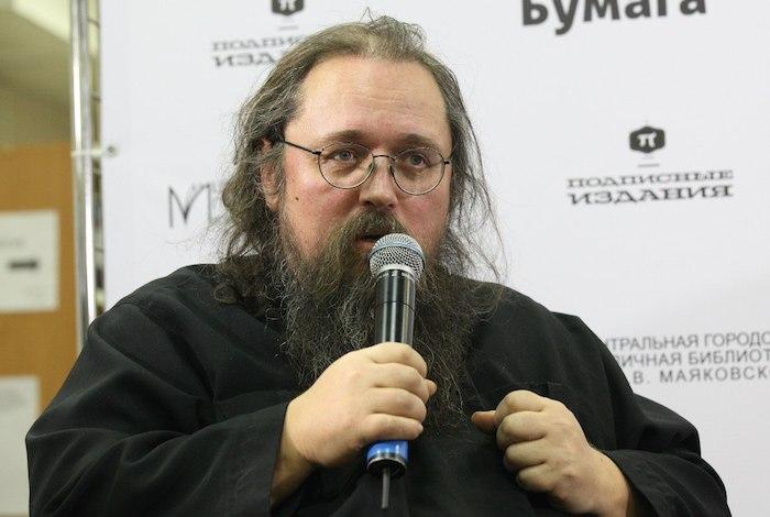 «История церкви — это история нетолько святости, но и болезни»: Андрей Кураев — отом, почему небоится критиковать РПЦ