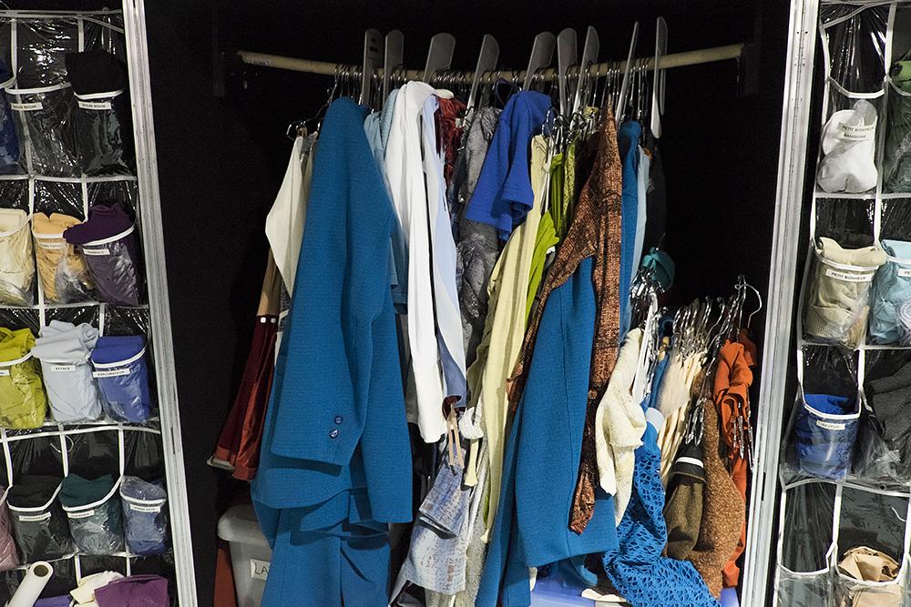 Cтоимость всех костюмов для шоу — 2 миллиона долларов. Все они шьются вручную и достаточно быстро снашиваются. В труппе даже есть человек, который отвечает за покраску обуви, чтобы она всегда выглядела как новая