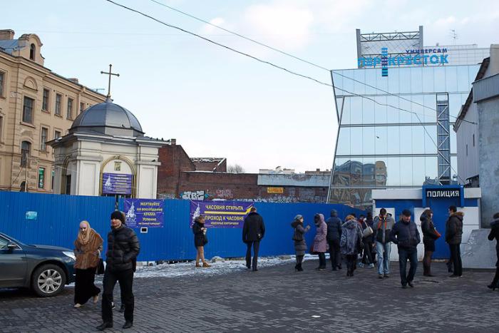 Синий забор уберут с Сенной площади ко Дню города