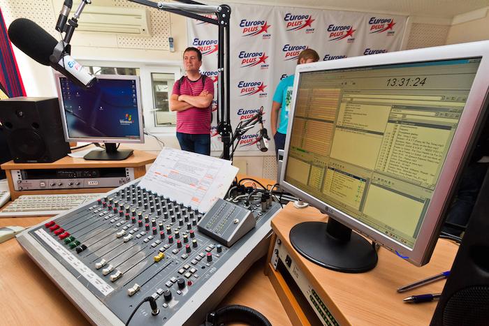 «Ретро FM», «Дорожное радио» и другие станции требуют убрать свои названия из «Яндекс.Радио»