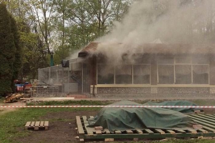 Совладелец снесенных ресторанов на Крестовском сообщил об избиении