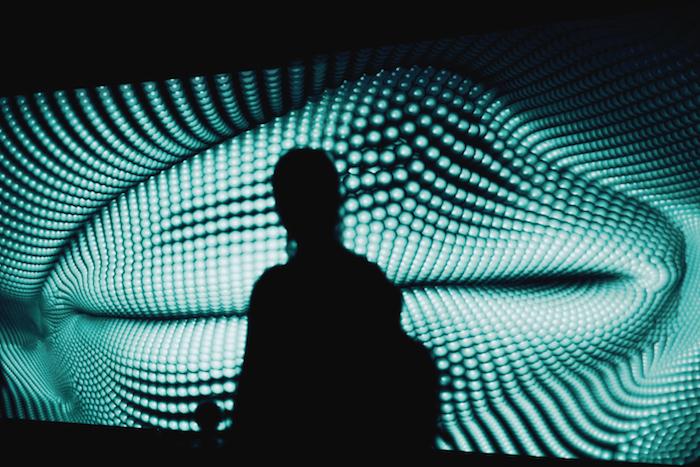 От оптоклонов до «Глаза Ангела»: что смотреть на выставке голограмм Magic of Light