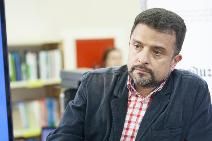 «Раскол может кончиться репрессиями»: Александр Архангельский — о том, как сторонникам и противникам Крыма жить в одной стране