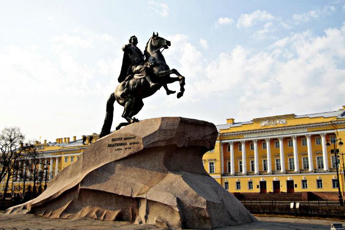 Коммунисты Петербурга предложили посадить Ленина на коня Медного всадника