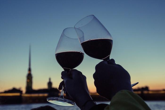Что пить во время продуктового кризиса: сорта и цены отечественных вин