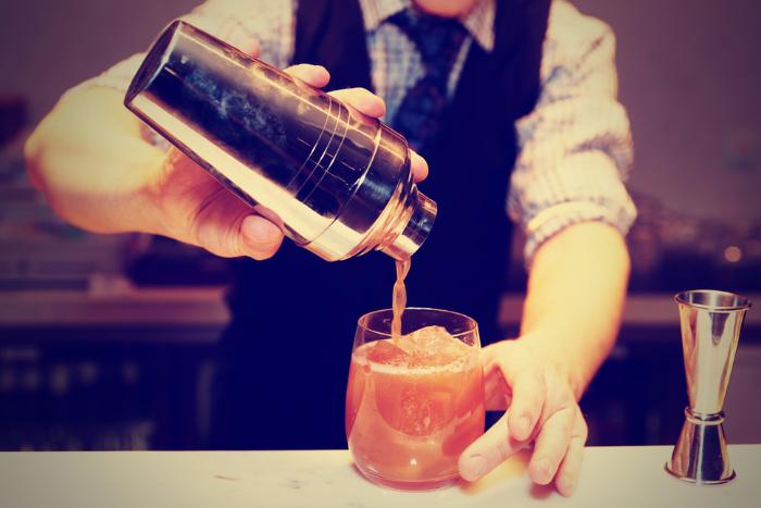 «Такое ощущение, что раньше небыло кризиса»: владельцы баров — о том, как за год изменились предпочтения петербуржцев
