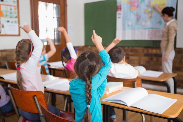 «Когда училась я, было больше свободы у учителей и меньше гонора у учеников»: молодые педагоги — о решении пойти вшколу