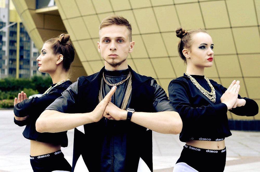 работа танцором в китае