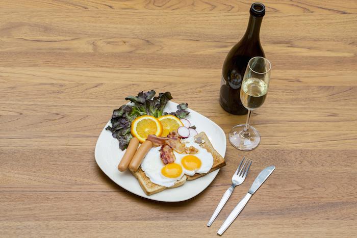 Какой алкоголь допустимо пить зазавтраком: отбальзама доопохмелочного коктейля