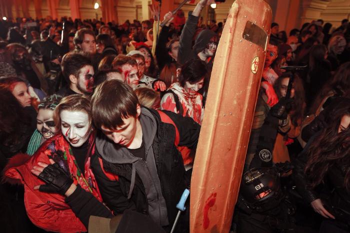 «Снимите ваши чертовы костюмы»: что пользователи соцсетей писали о праздновании Хеллоуина в день траура