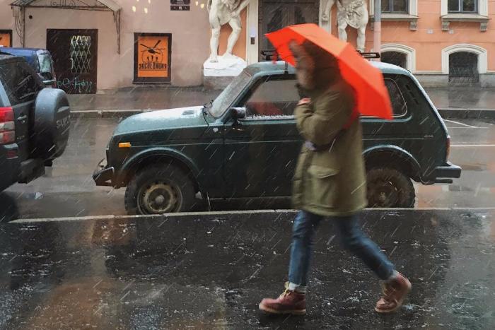 Петербург замело: 10 фотографий заснеженных улиц и дворов