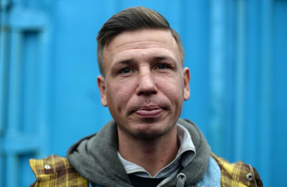 Восемь петербургских бездомных дои после стрижки у всемирно известного парикмахера изМельбурна