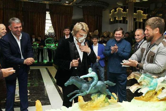 СМИ пишут о задержании трех чеченских полицейских по делу о нападении с тортом на Касьянова