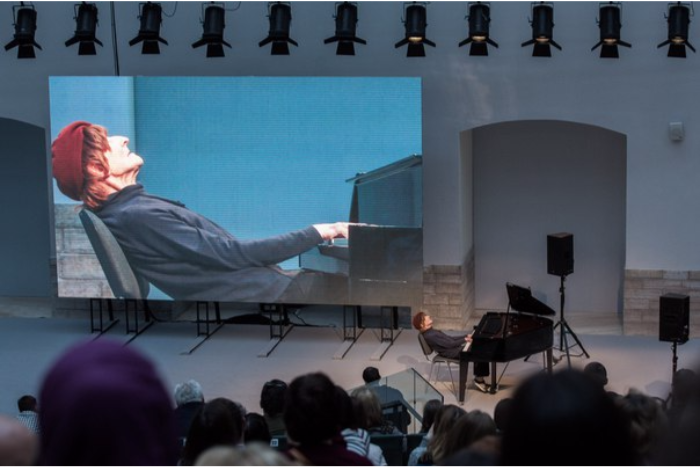 На фестивале в Роттердаме показали фильм о петербургском композиторе Олеге Каравайчуке