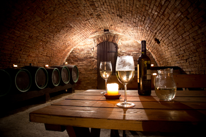 Десять винных баров и ресторанов Петербурга