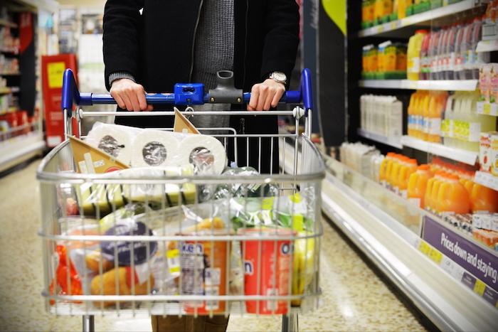 «Три евро за литр самого обычного молока!»: студенты зарубежных вузов рассказывают, как жить, когда падает рубль