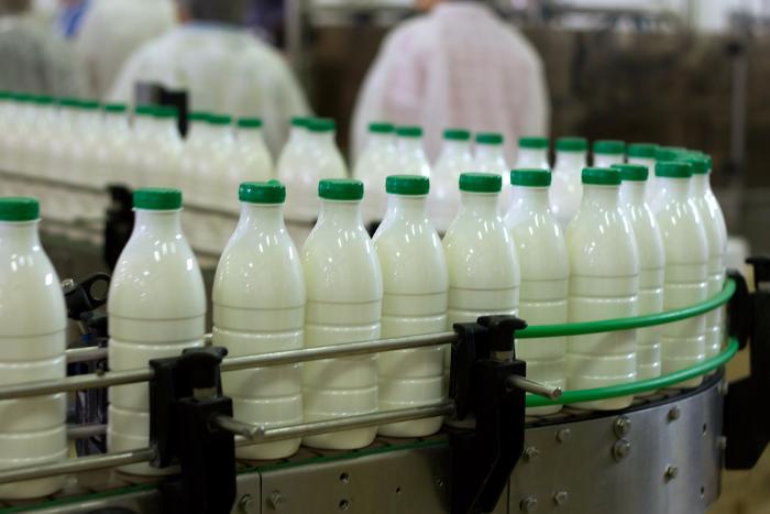 Производители молока угрожают остановкой поставок и ростом цен из-за новых требований