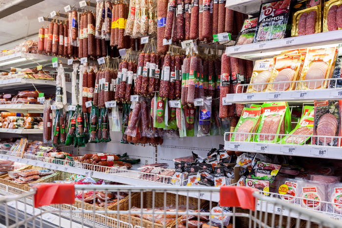 Три четверти популярной колбасы в магазинах оказались подделкой