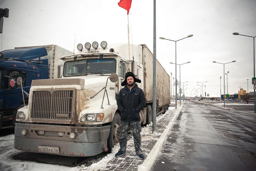 «Я очень устал от чувства незащищенности»: как протест дальнобойщиков стал бессрочным