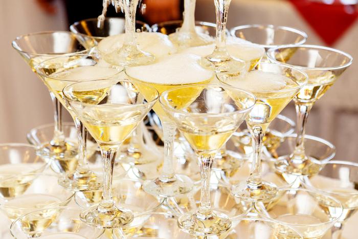 Где и из чего делают шампанское и как правильно открывать игристые вина
