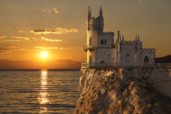 Полеты в Крым подешевеют с 1 июня