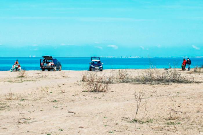 От кальяна на берегу до первого купания: 12 фотографий с открытия сезона шашлыков