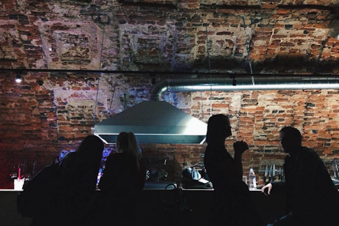 «Молодость всё простит»: что происходит в новом петербургском клубе «Танцплощадка»