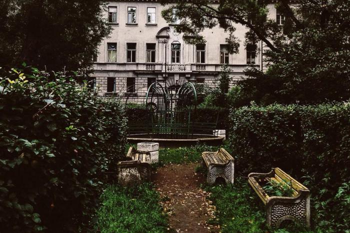 Десять секретных дворов и садиков Петербурга