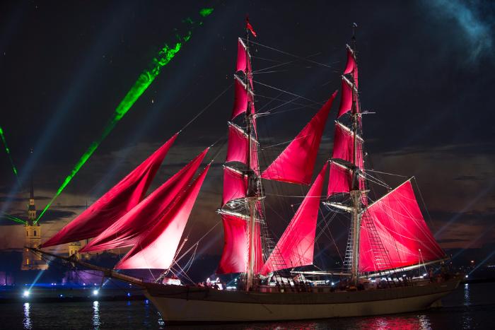 К «Алым парусам» на Дворцовой построят сцену в виде светящегося вантового моста