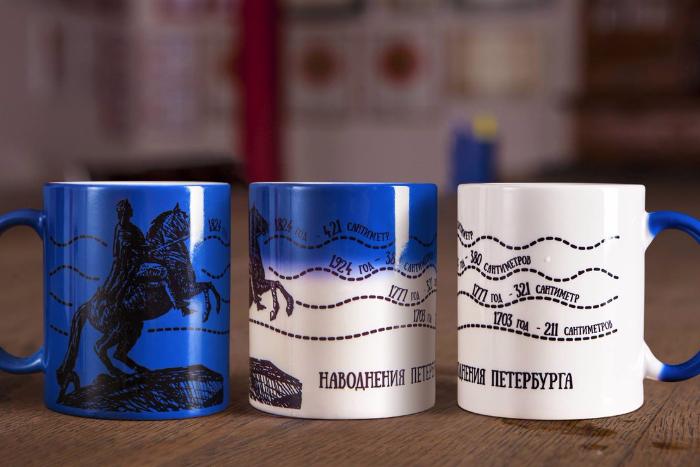 «Ночлежка» выпустила сувениры с изображением корюшки и пышек
