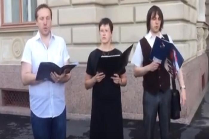 ЛГБТ-активисты исполнили арию из ругательств и угроз Милонова