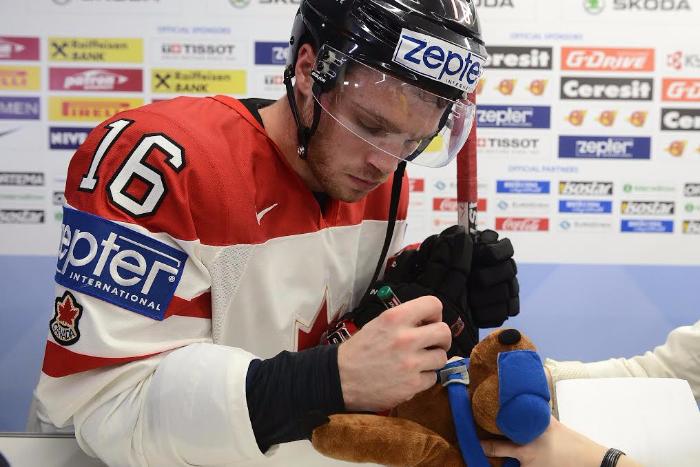 Игрушки с автографами хоккеистов сборной Канады распродадут на благотворительном аукционе