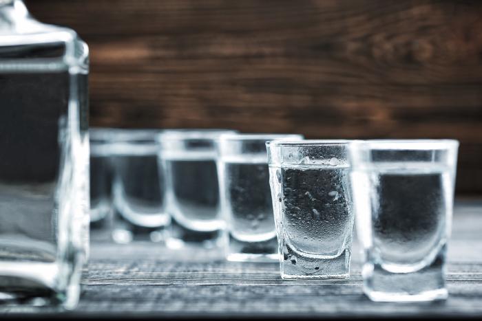 Поставки импортного алкоголя в Россию оказались под угрозой